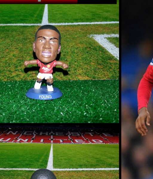 Tượng Ashley Young Manchester United 2012-2013 home soccerstarz