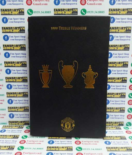 Badge Manchester United 1999 Treble Winners box set shirt