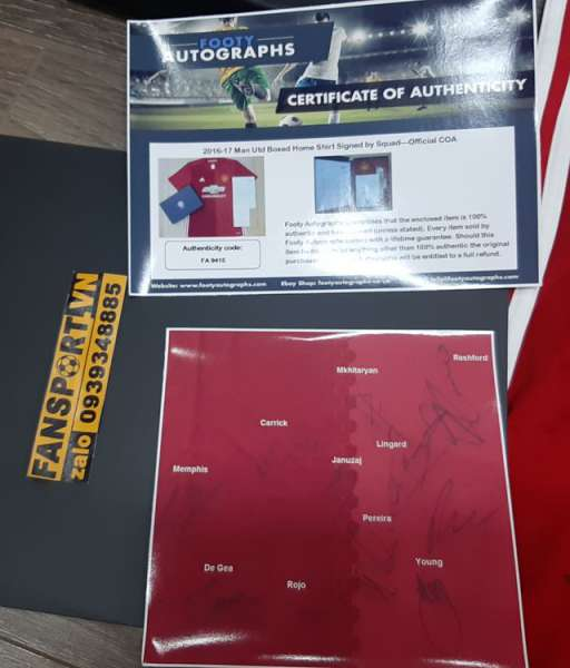 Box áo ManUtd 2016-2017 chữ ký home red shirt team signed COA