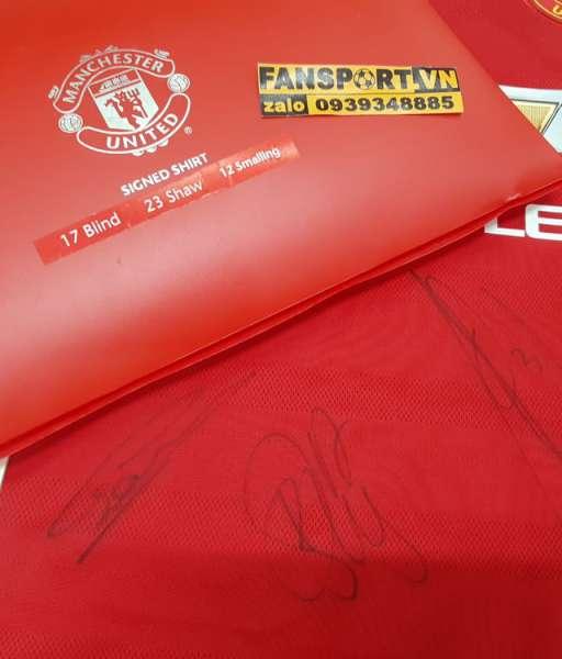 Box áo ManUtd 2015-2016 chữ ký Blind Shaw Smalling signed COA shirt