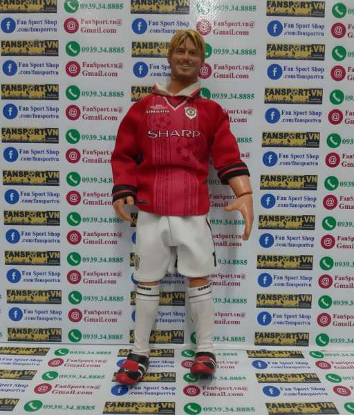 Tượnh David Beckham #7 Manchester United Hero Treble 1999 figure red