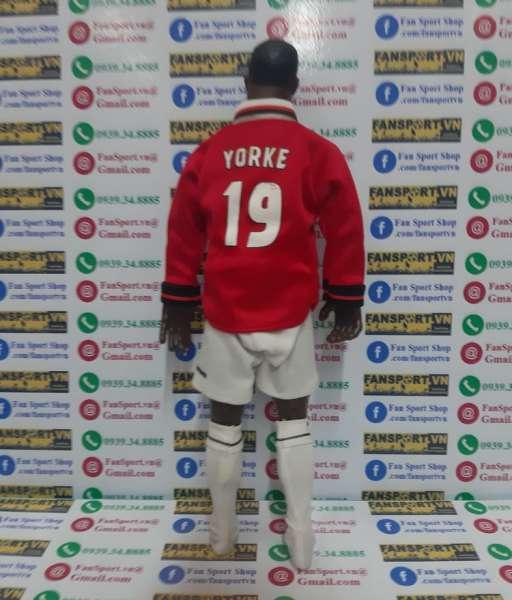 Tượng Dwight Yorke $19 Manchester United Hero Treble 1999 figure red