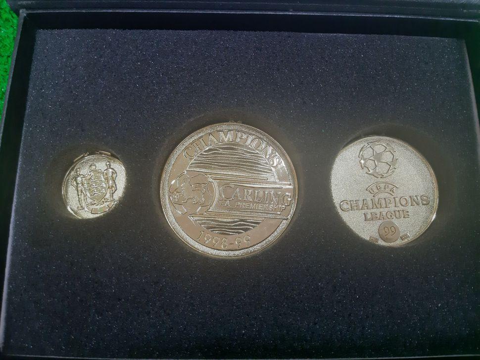 Box medal Manchester United Treble 1999 Premier League Champion FA cup
