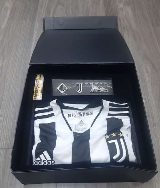Box áo Juventus 2021 2022 home 10 year at home Allianz GS1442 adidas S